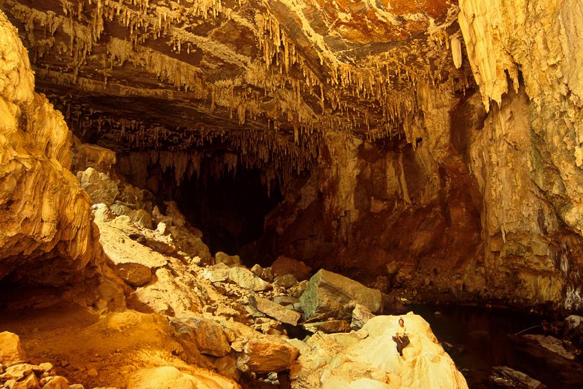 Estalagtites no interior da caverna Terra Ronca
